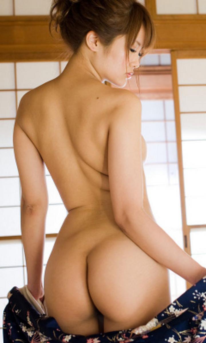 【背中エロ画像】舐め回してみたい…肌艶綺麗で淫靡な女の裸の後ろ側www 14
