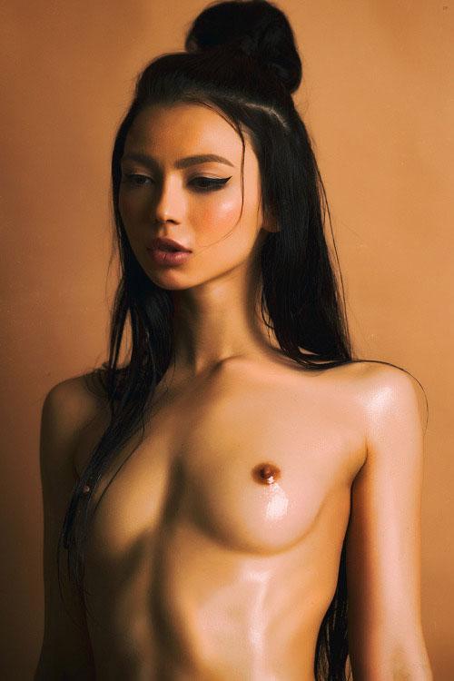【乳頭エロ画像】お手頃ひと口サイズw小さな小さなおっぱいの先っちょwww 03
