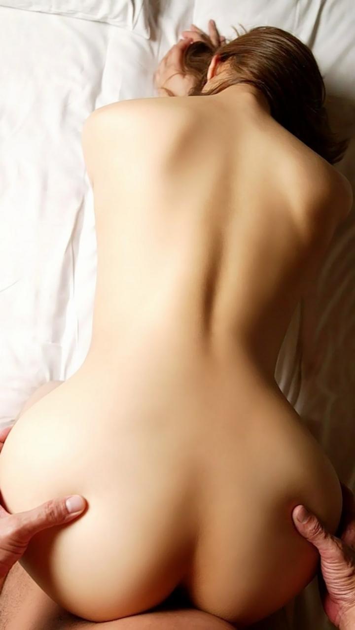 【性交エロ画像】尻叩きは不可避w獣のようにバックで盛った美女たちwww 01