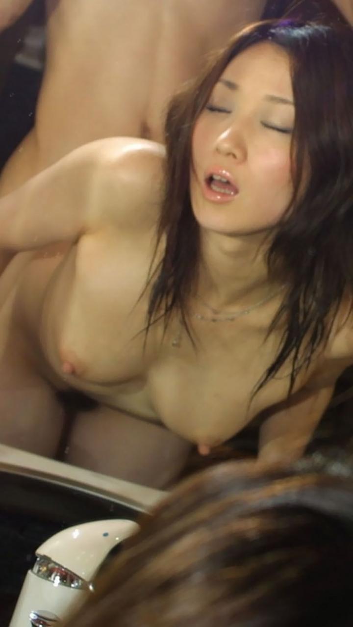 【性交エロ画像】尻叩きは不可避w獣のようにバックで盛った美女たちwww 05