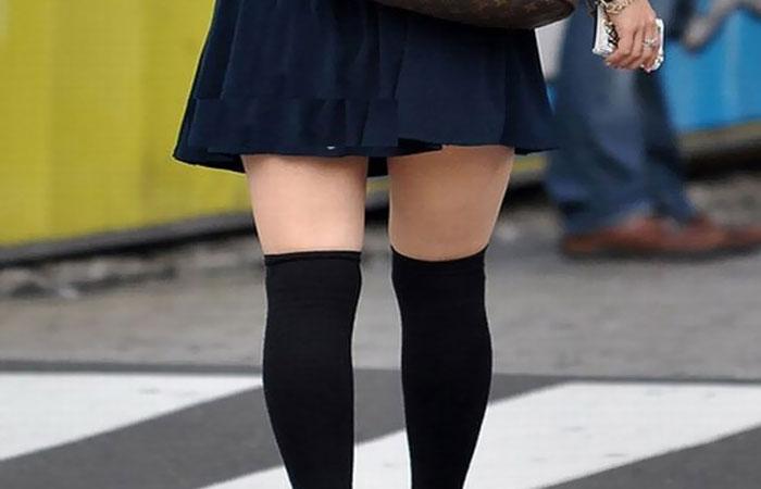 【美脚エロ画像】ニーソの影響で生太ももが…街の絶対領域を無差別撮りwww 表紙