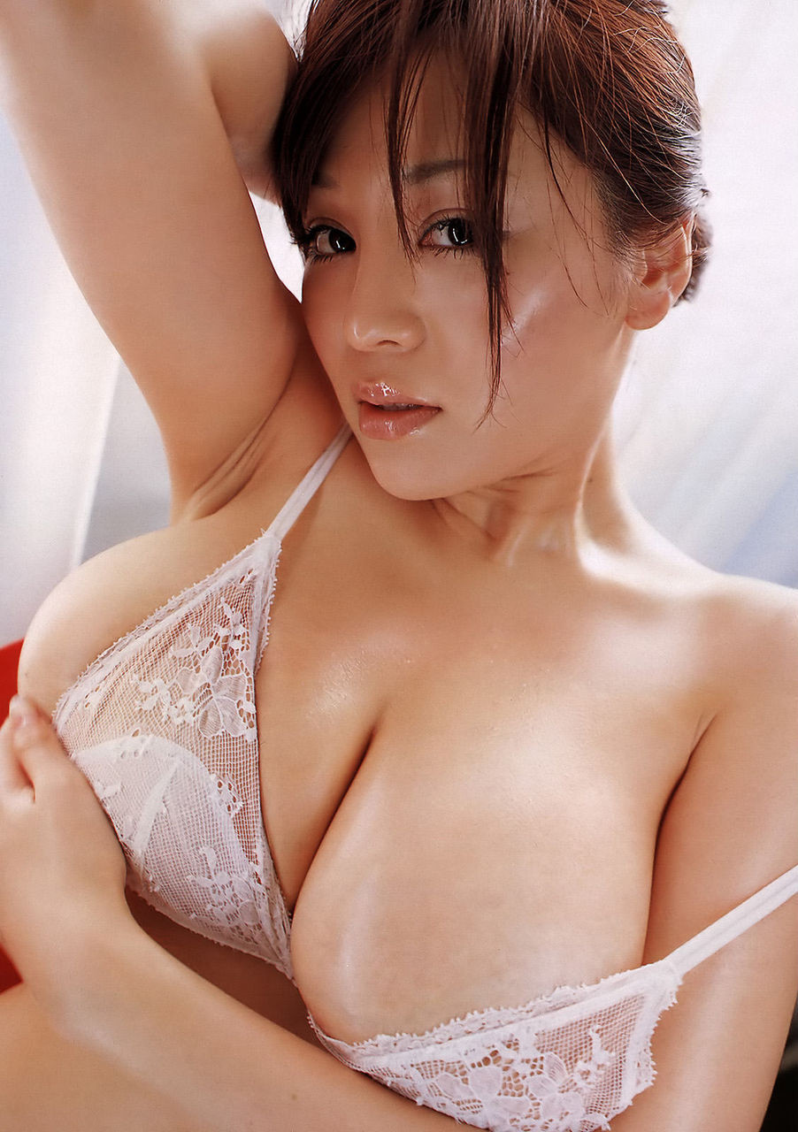 【腋フェチエロ画像】処理には抜かりない美女たちの舐めたくなる生腋! 11