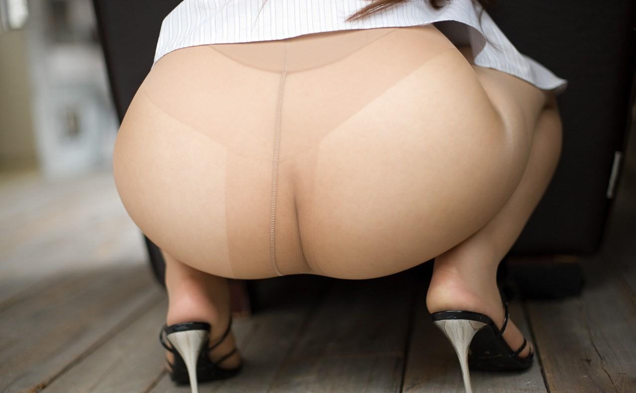【下着エロ画像】さてどんな雌の香りが…夜のお楽しみ用パンスト美尻www 01