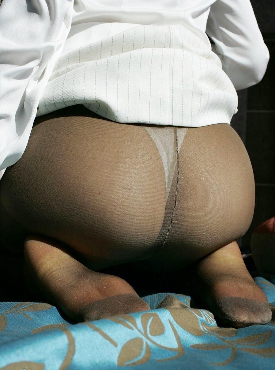 【下着エロ画像】さてどんな雌の香りが…夜のお楽しみ用パンスト美尻www 06