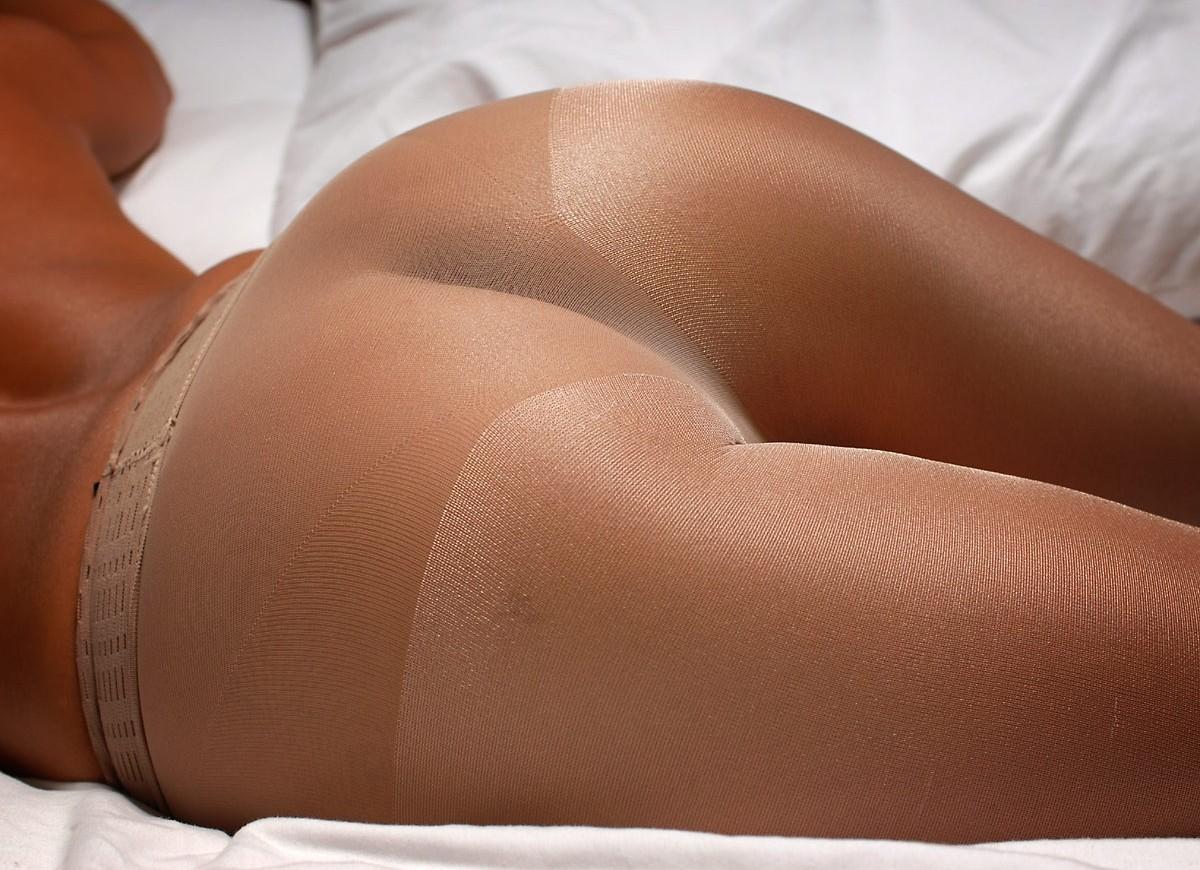 【下着エロ画像】さてどんな雌の香りが…夜のお楽しみ用パンスト美尻www 12
