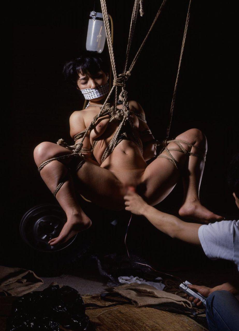 【SMエロ画像】放置でも苦痛…生半可ではできない宙吊り緊縛調教www 10