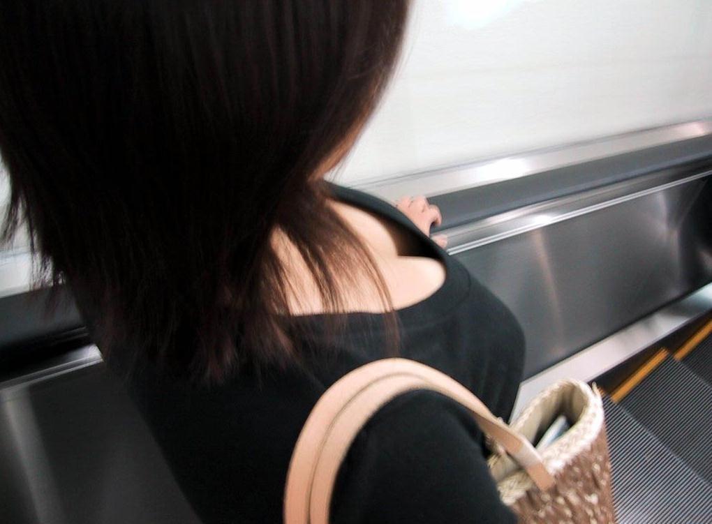 【着胸エロ画像】触れるまでが苦労するw早く触れてみたい巨乳とその谷間www 03