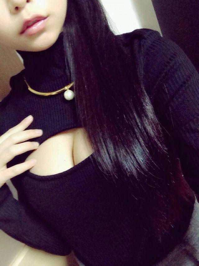【着胸エロ画像】触れるまでが苦労するw早く触れてみたい巨乳とその谷間www 06