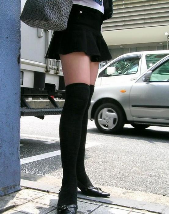 【美脚エロ画像】太ももだけが見えているのが最高!女の特権、絶対領域www 02