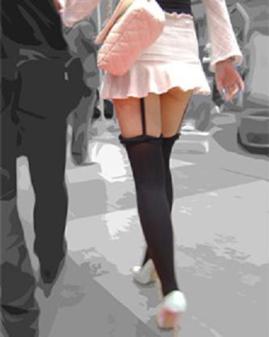 【美脚エロ画像】太ももだけが見えているのが最高!女の特権、絶対領域www 06