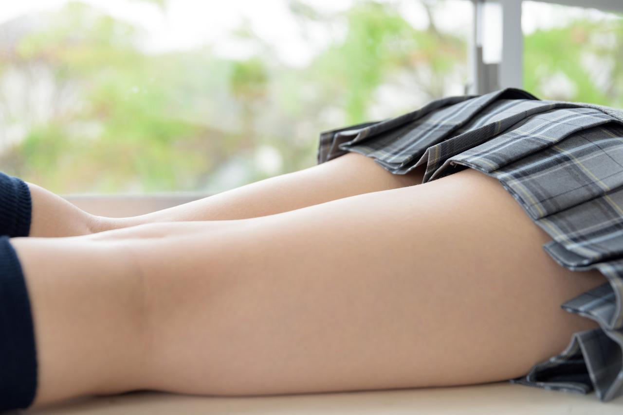 【太ももエロ画像】女の脚といえばやはり!ムチムチしてナンボな生太ももwww 12