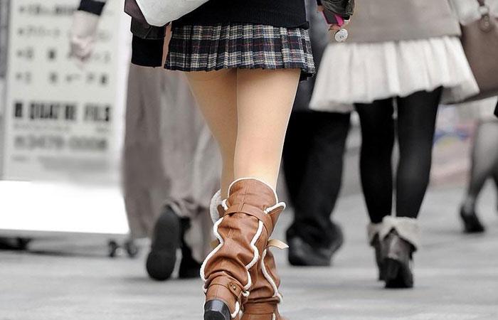 【美脚エロ画像】パンツを気にするのは後でいいw街のミニスカ美脚鑑賞www 001