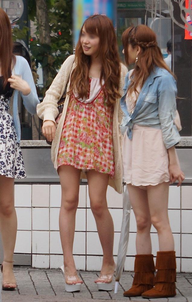 【美脚エロ画像】パンツを気にするのは後でいいw街のミニスカ美脚鑑賞www 03