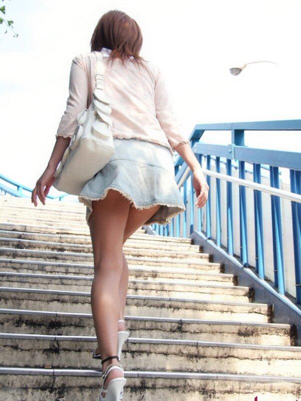 【美脚エロ画像】パンツを気にするのは後でいいw街のミニスカ美脚鑑賞www 05