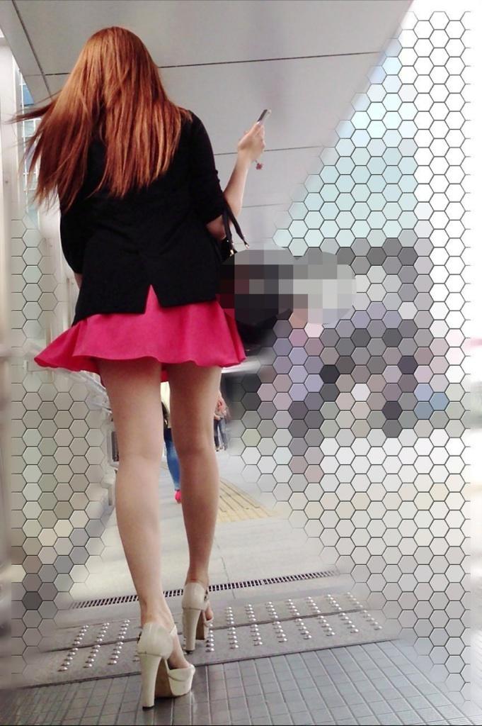 【美脚エロ画像】パンツを気にするのは後でいいw街のミニスカ美脚鑑賞www 09