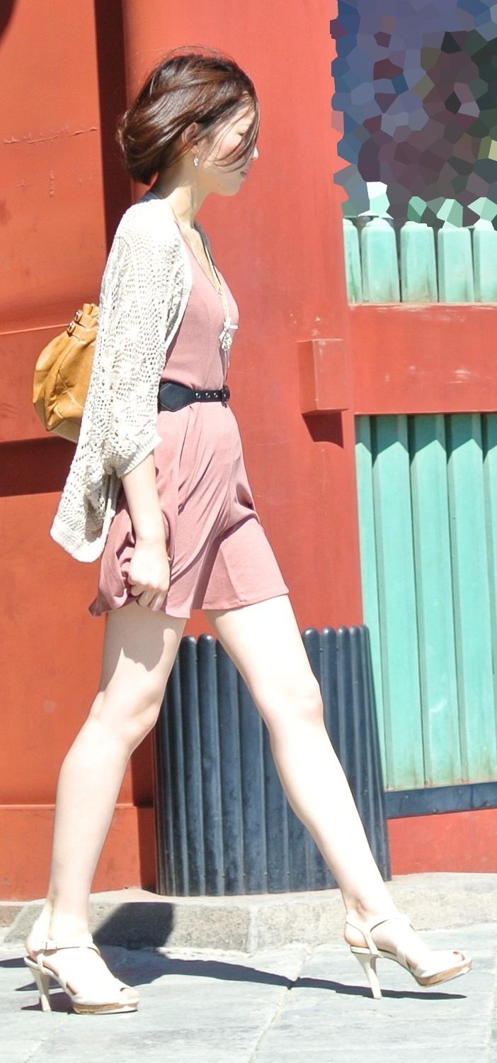 【美脚エロ画像】パンツを気にするのは後でいいw街のミニスカ美脚鑑賞www 12