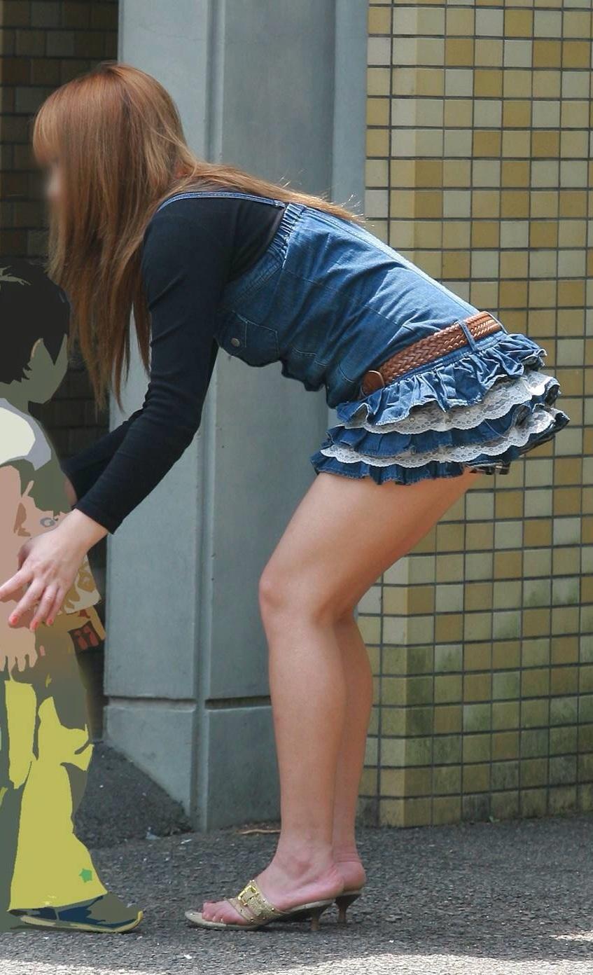 【美脚エロ画像】パンツを気にするのは後でいいw街のミニスカ美脚鑑賞www 13
