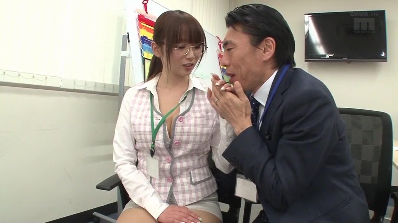 超可愛いOLは上司から性的に大人気