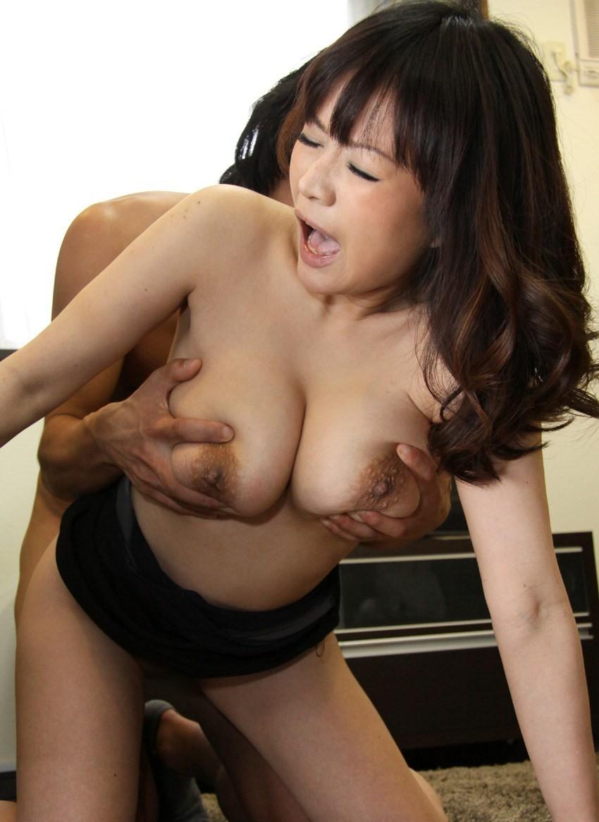 【性交エロ画像】触った瞬間イク事も!?おっぱい揉みながらセックス中www 02