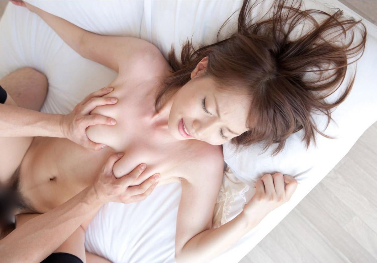 【性交エロ画像】触った瞬間イク事も!?おっぱい揉みながらセックス中www 08
