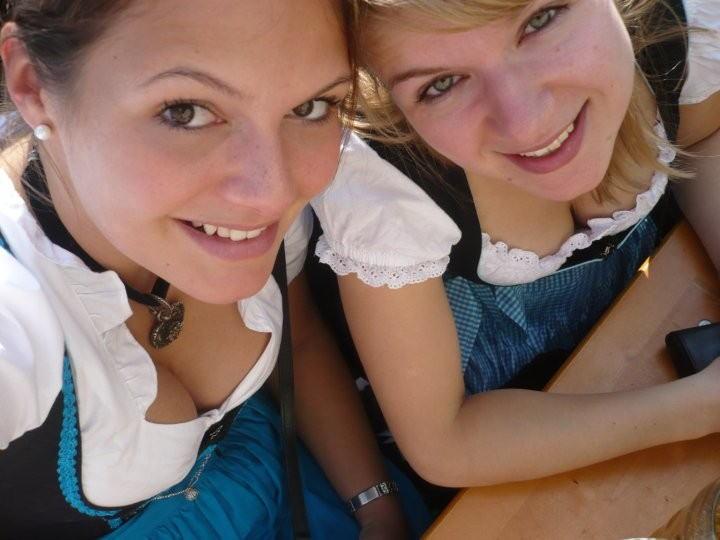 【着胸エロ画像】ドイツ美女のディアンドルの胸元から今にも零れ落ちそうな生乳www 06