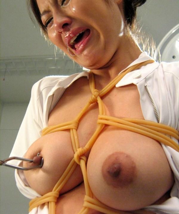 【緊縛エロ画像】縄効果でもっと大きく見えるw緊縛美女たちの際立つ巨乳www 04