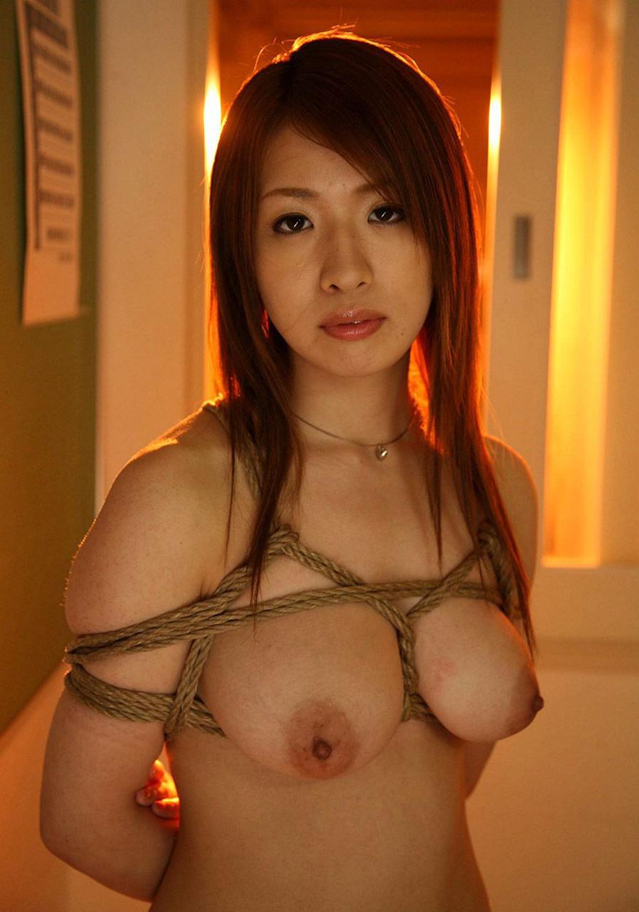 【緊縛エロ画像】縄効果でもっと大きく見えるw緊縛美女たちの際立つ巨乳www 14