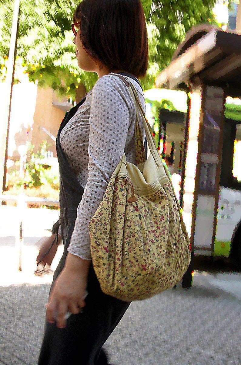 【着胸エロ画像】本体はこれより大きいか小さいか…知ってみたい着衣巨乳www 06