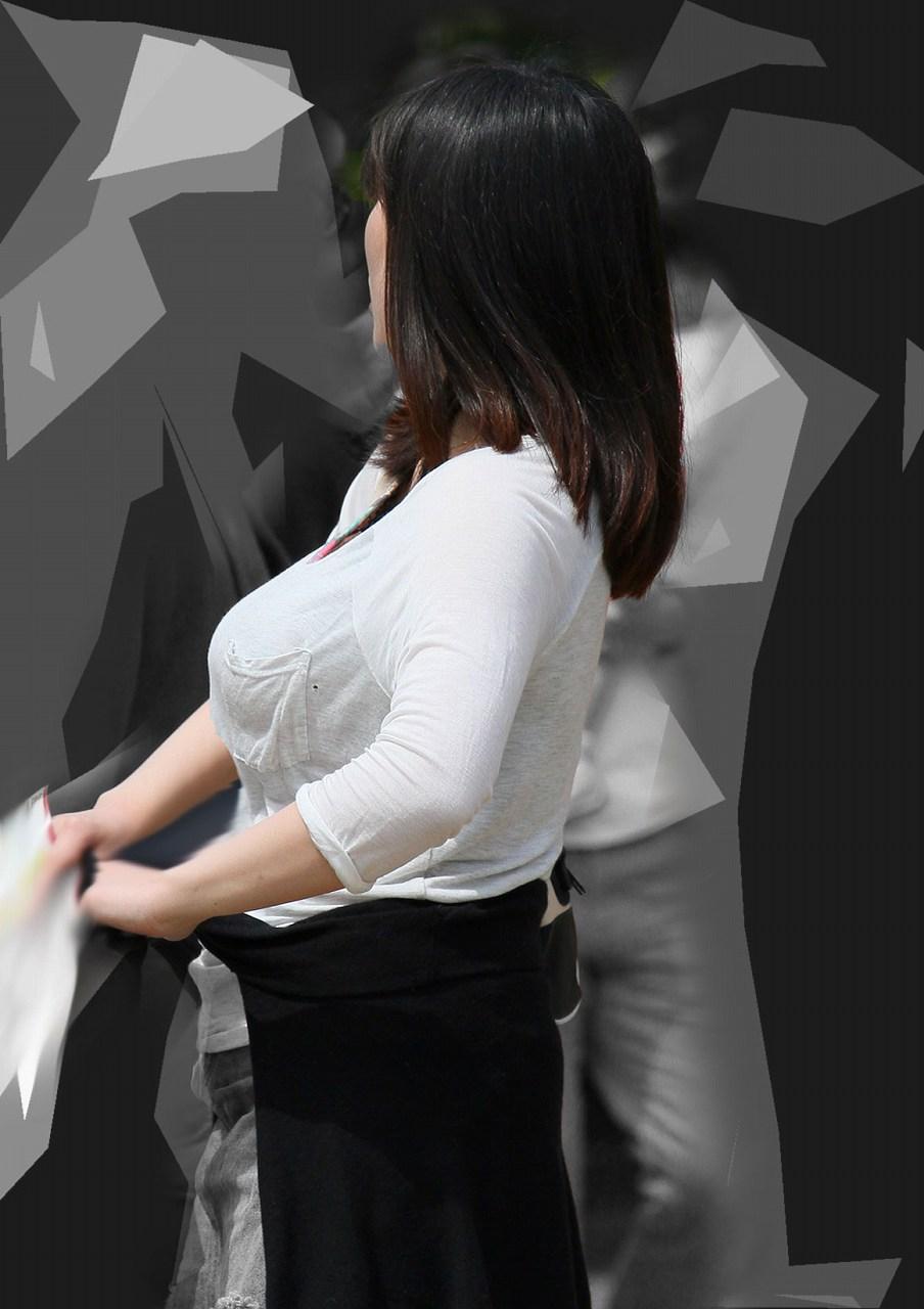 【着胸エロ画像】本体はこれより大きいか小さいか…知ってみたい着衣巨乳www 09