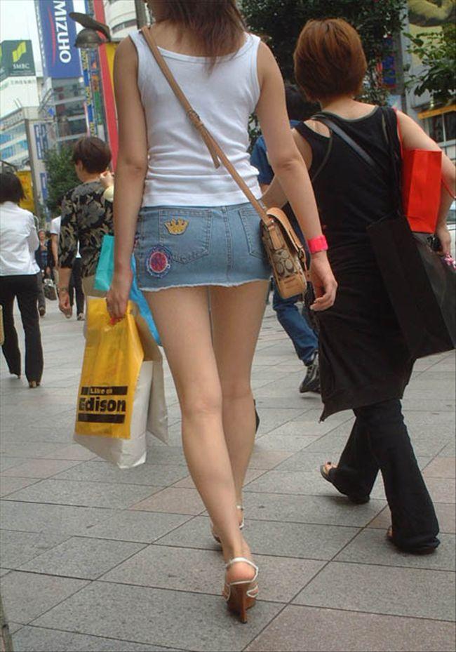 【ミニスカエロ画像】美脚とパンチラの予感に惹かれるデニミニ下半身www 06