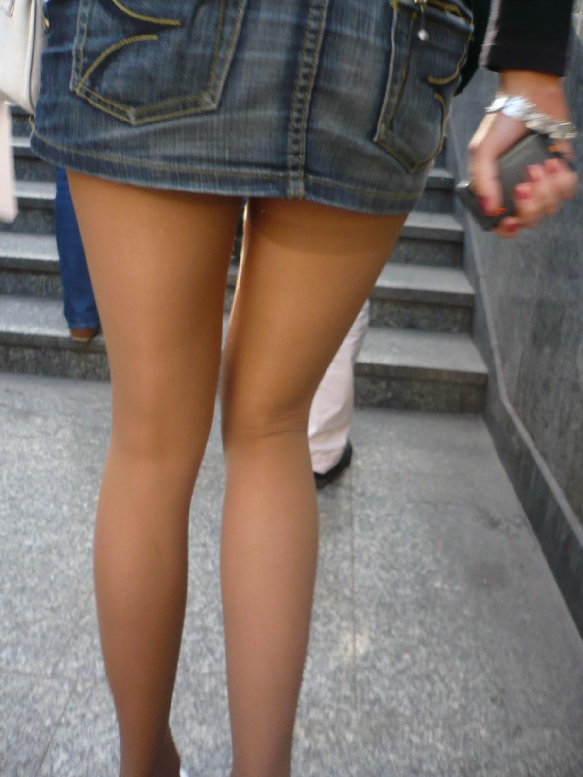 【ミニスカエロ画像】美脚とパンチラの予感に惹かれるデニミニ下半身www 13