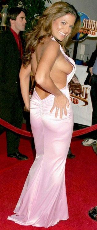 【ノーブラエロ画像】乳頭見えても動じないwそれがドレス淑女の基本www 09