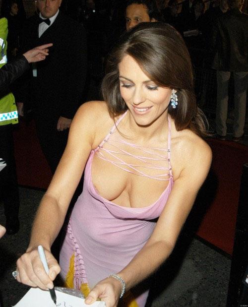 【ノーブラエロ画像】乳頭見えても動じないwそれがドレス淑女の基本www 15