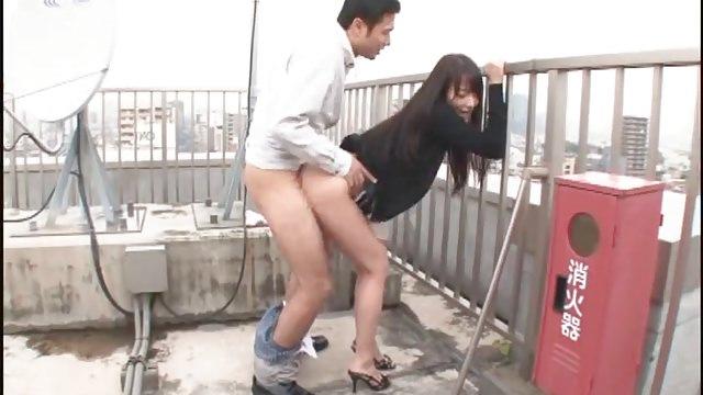 例のビルの屋上で青姦するOLさん