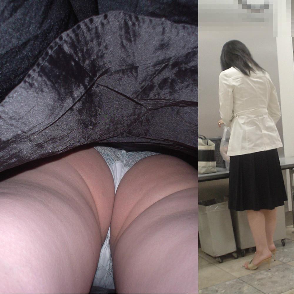 【パンチラエロ画像】履くときにしまいましようwハミ毛も見えた逆さ撮りwww 15