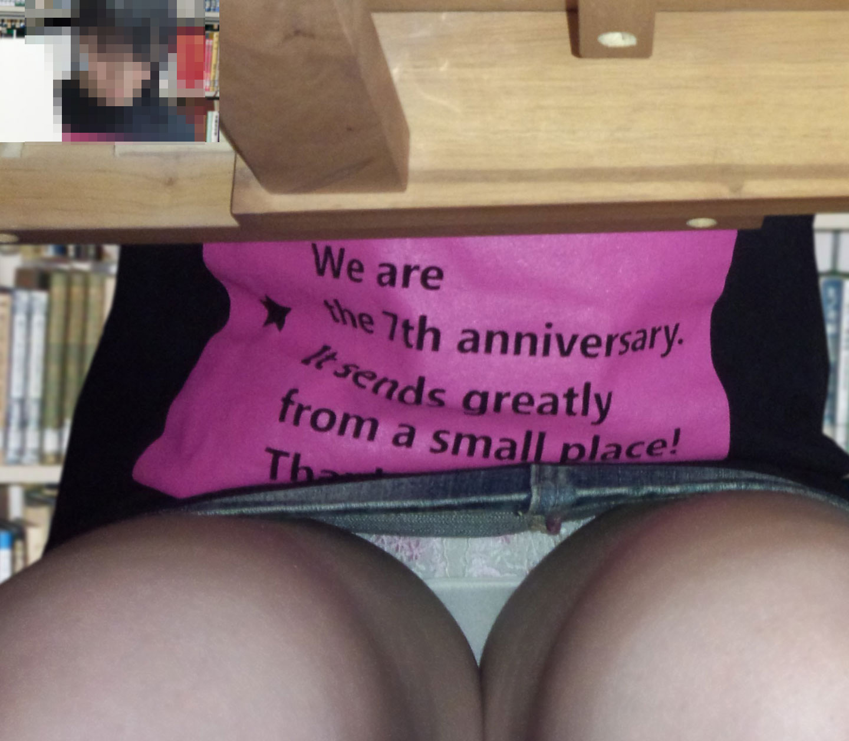 【パンチラエロ画像】デートなのに失礼!脱がせる予定のパンツを机下から…www 14