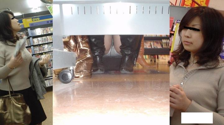【パンチラエロ画像】向こう側が見えるなら…店内でもチャンスアリな棚下パンチラwww 07