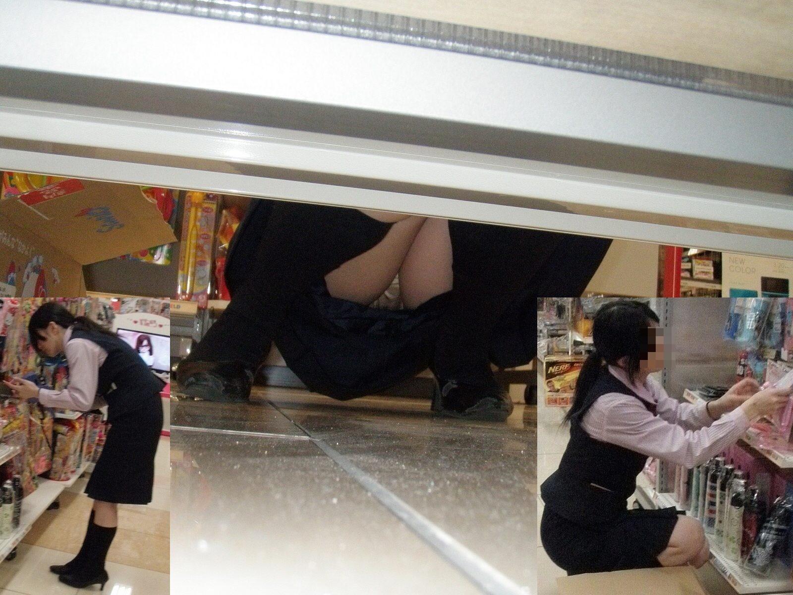 【パンチラエロ画像】向こう側が見えるなら…店内でもチャンスアリな棚下パンチラwww 11