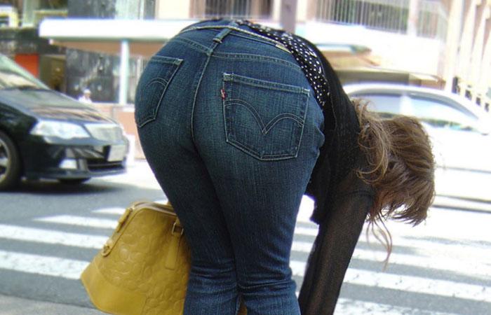 【着尻エロ画像】パツパツが素敵wスキニージーンズがキツそうな街の尻www 001
