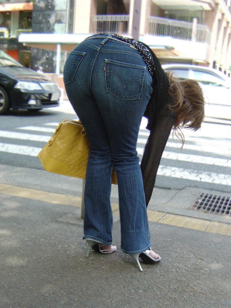 【着尻エロ画像】パツパツが素敵wスキニージーンズがキツそうな街の尻www 07