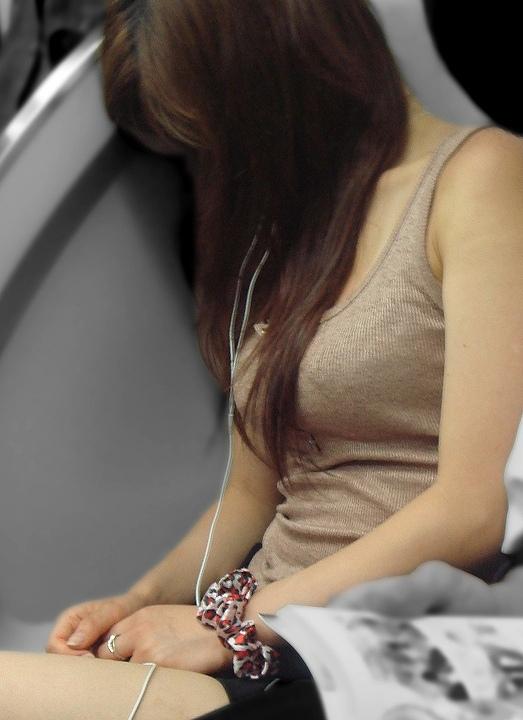 【着胸エロ画像】ぶつかって来てくれるのは歓迎w触れて欲しい着衣巨乳www 04