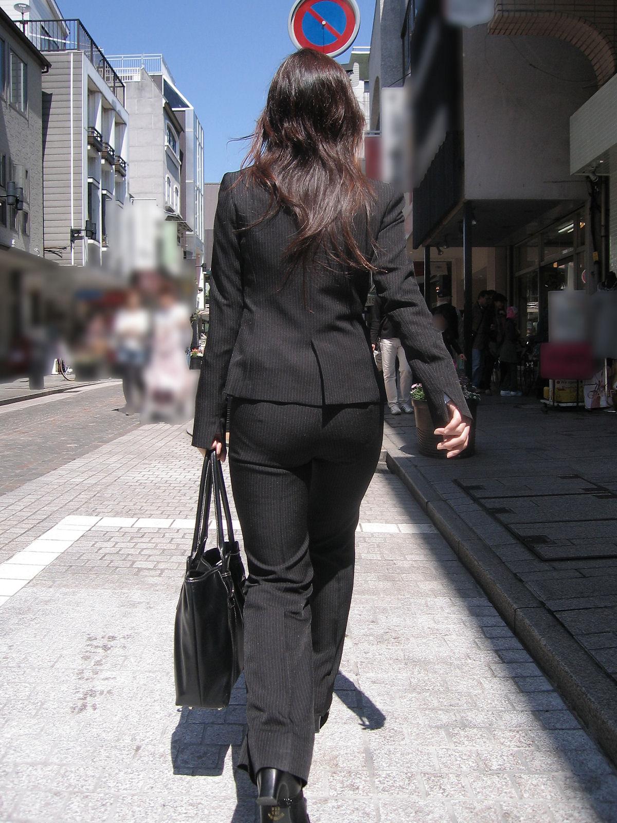 【着尻エロ画像】股下破れに要注意wパンツスーツ姿の働くお尻www 07