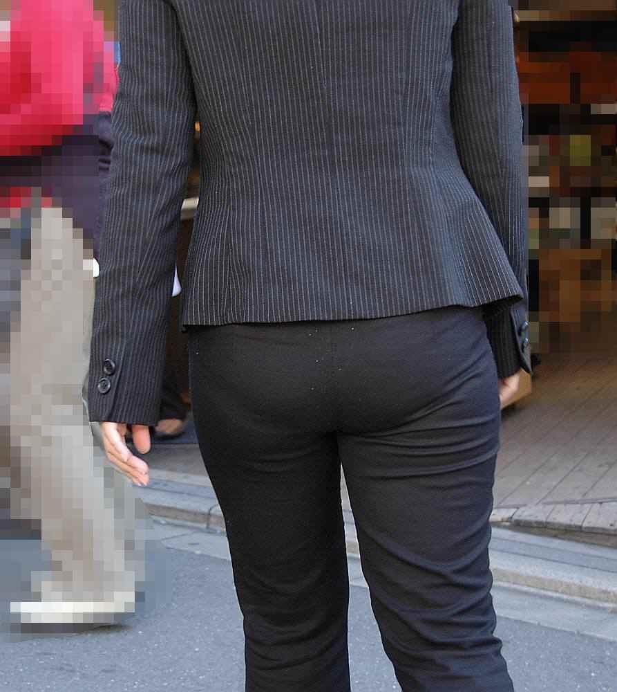 【着尻エロ画像】股下破れに要注意wパンツスーツ姿の働くお尻www 08