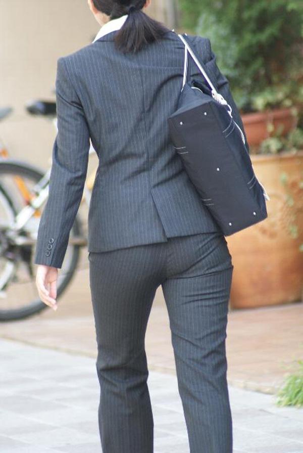 【着尻エロ画像】股下破れに要注意wパンツスーツ姿の働くお尻www 14