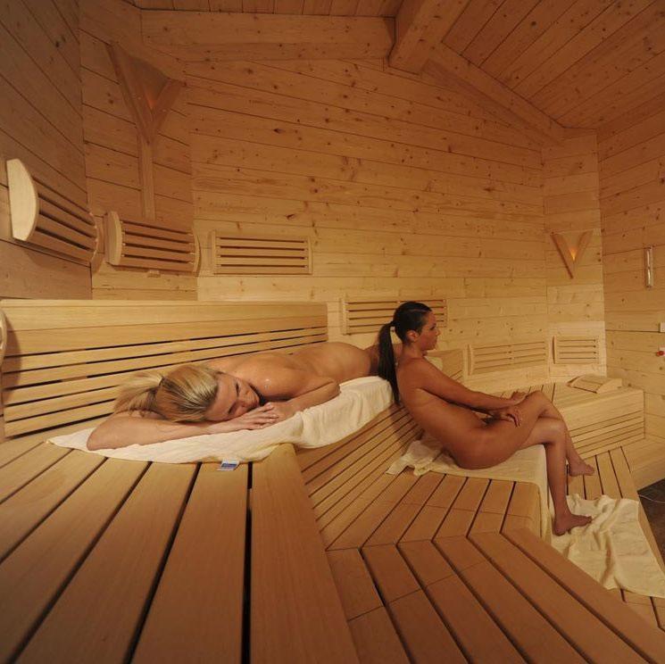 【海外エロ画像】混浴が羨ましいwサウナで汗まみれな海外の皆さんwww 01
