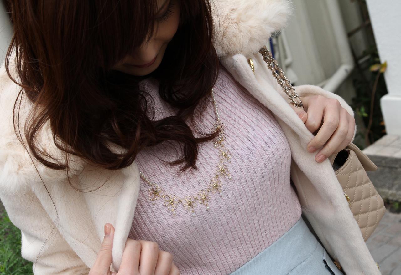 【着胸エロ画像】冬でも安心wニットがデカさを強調した防寒仕様の着衣おっぱいwww 15
