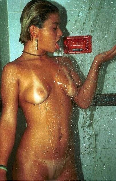 【日焼けエロ画像】水着姿も見たかった…ビキニあとが卑猥さ高めた日焼け乳www 03