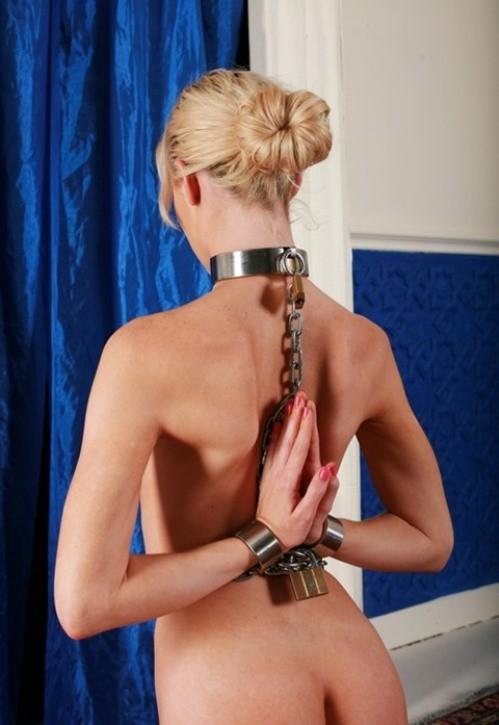 【拘束エロ画像】縄より強力な戒め…鎖に繋がれ調教待ちなMの皆様www 02