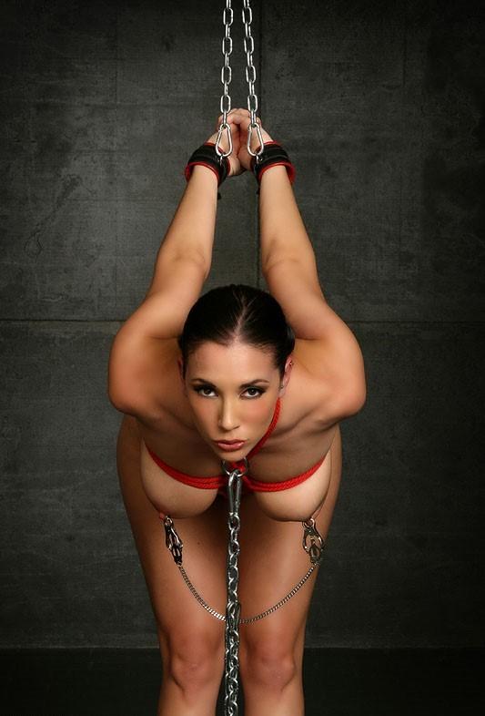 【拘束エロ画像】縄より強力な戒め…鎖に繋がれ調教待ちなMの皆様www 03