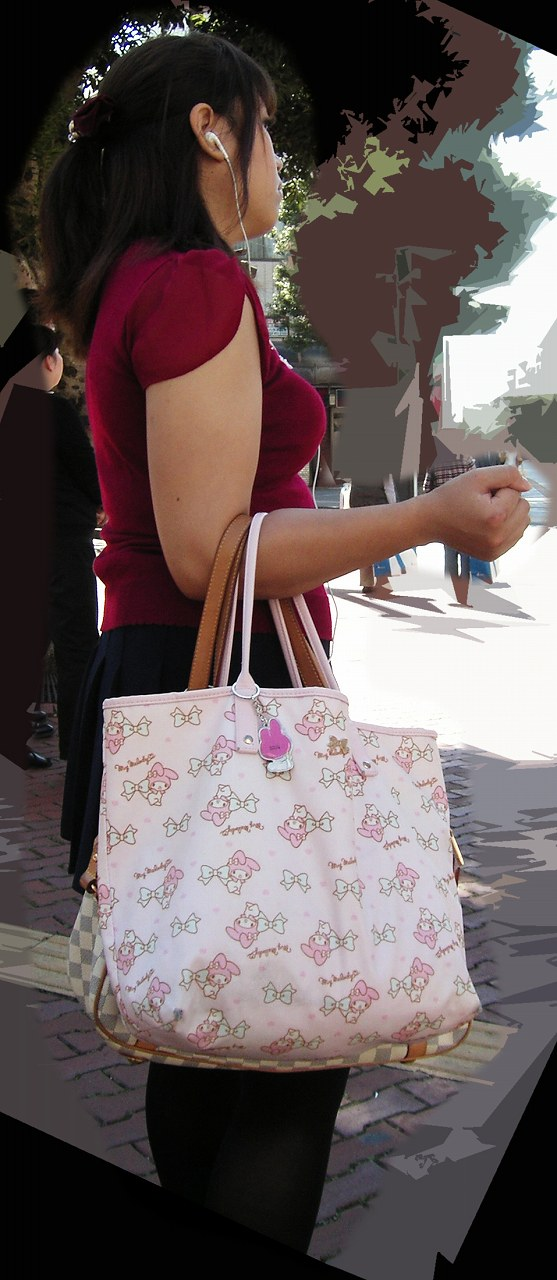 【着胸エロ画像】冬が来る前に…もう一度薄着の乳袋ファッションを見たくてwww 01